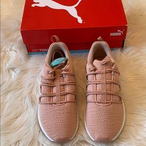 Women's Puma Sneakers Softfoam Size 9